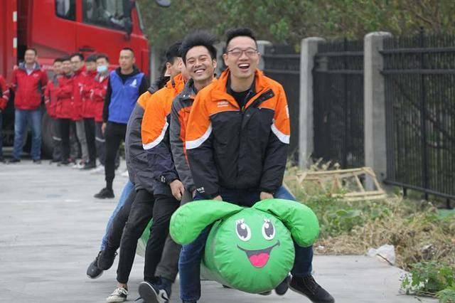 襄阳市举办首届快递员行业趣味运动会