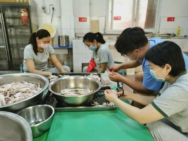 卖包子、做卤菜、发传单...襄阳幼儿园老师自救创收